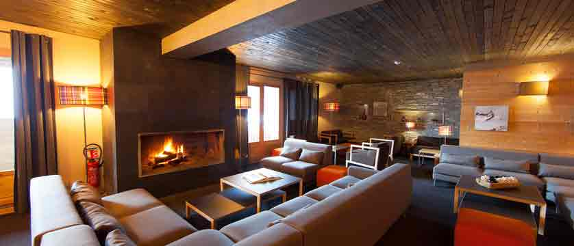 Le Kaya - open fire lounge